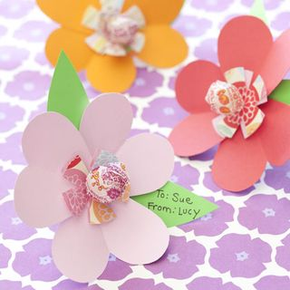 Friendship-blossoms-valentines-day-craft-photo-420-FF0210VALENW07[1]